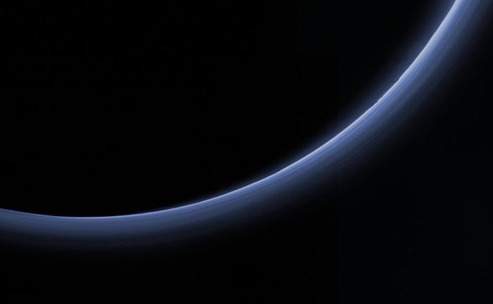 Khí Nitơ (N2) chiếm ưu thế hầu hết các loại khí trong bầu khí quyển của sao Diêm Vương.