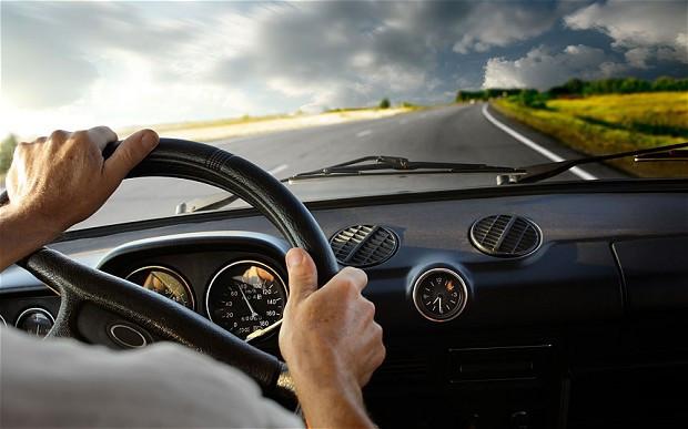 Tài xế tham gia vào các hoạt động gây mất tập trung có thể khiến nguy cơ xảy ra tai nạn tăng gấp hai lần.