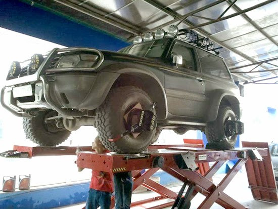 Xe hơi dù có hiện đại đến đâu thì vẫn phải có bốn bánh tiếp đất.