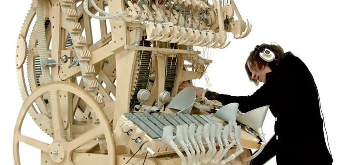 Wintergartan Marble là một chiếc hộp nhạc cỡ lớn, nhưng với kết cấu phức tạp hơn gấp nhiều lần.