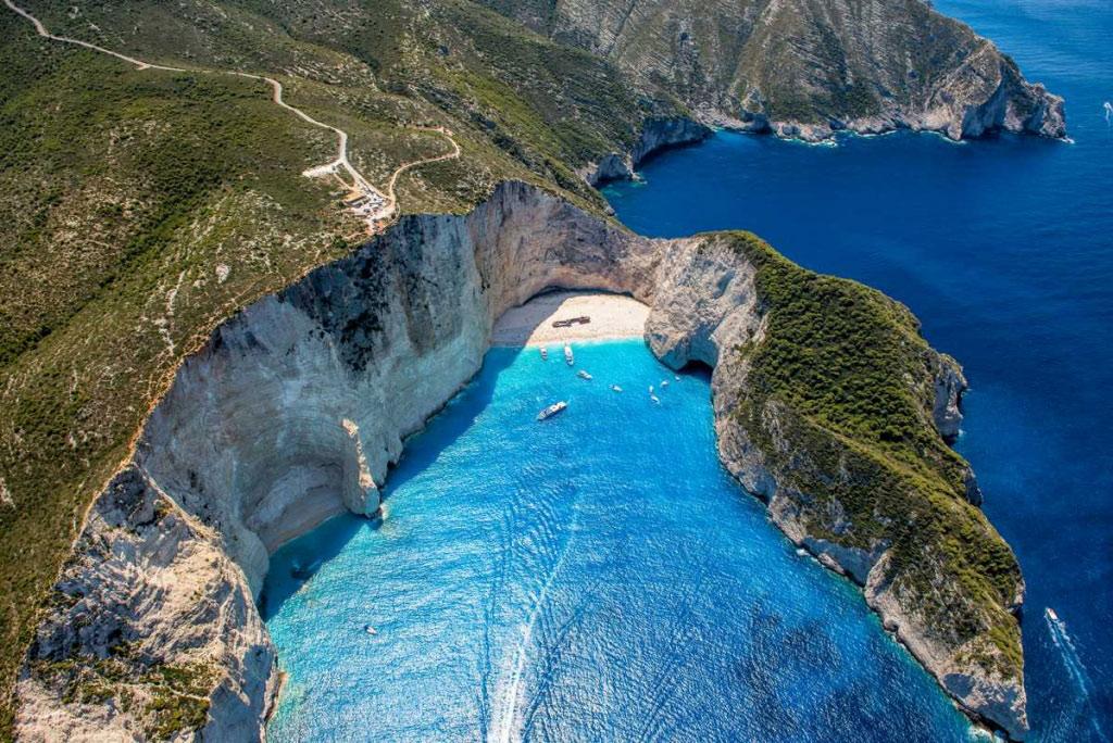 Toàn cảnh hòn đảo Zakynthos.