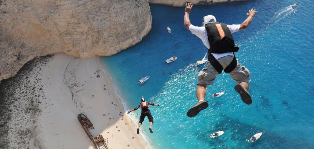 Một số hoạt động mạo hiểm khác như leo núi, lướt ván,... cũng là cơ hội để bạn trải nghiệm ở chốn tiên cảnh này.