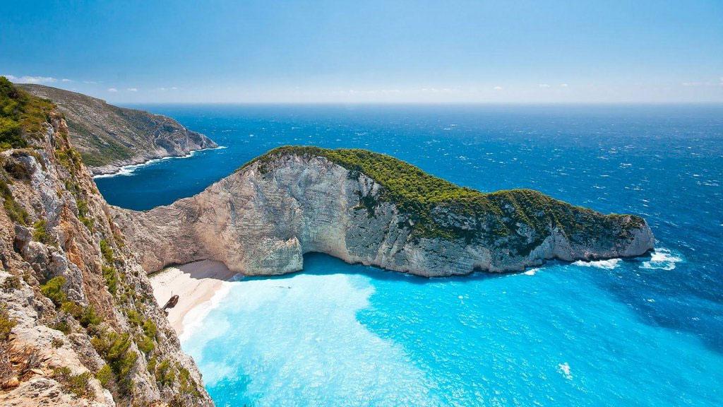 Zakynthos - hòn đảo lớn thứ 3 trong số những hòn đảo của quần đảo Ionian, ở ngoài khơi bờ biển phía Tây Hy Lạp.