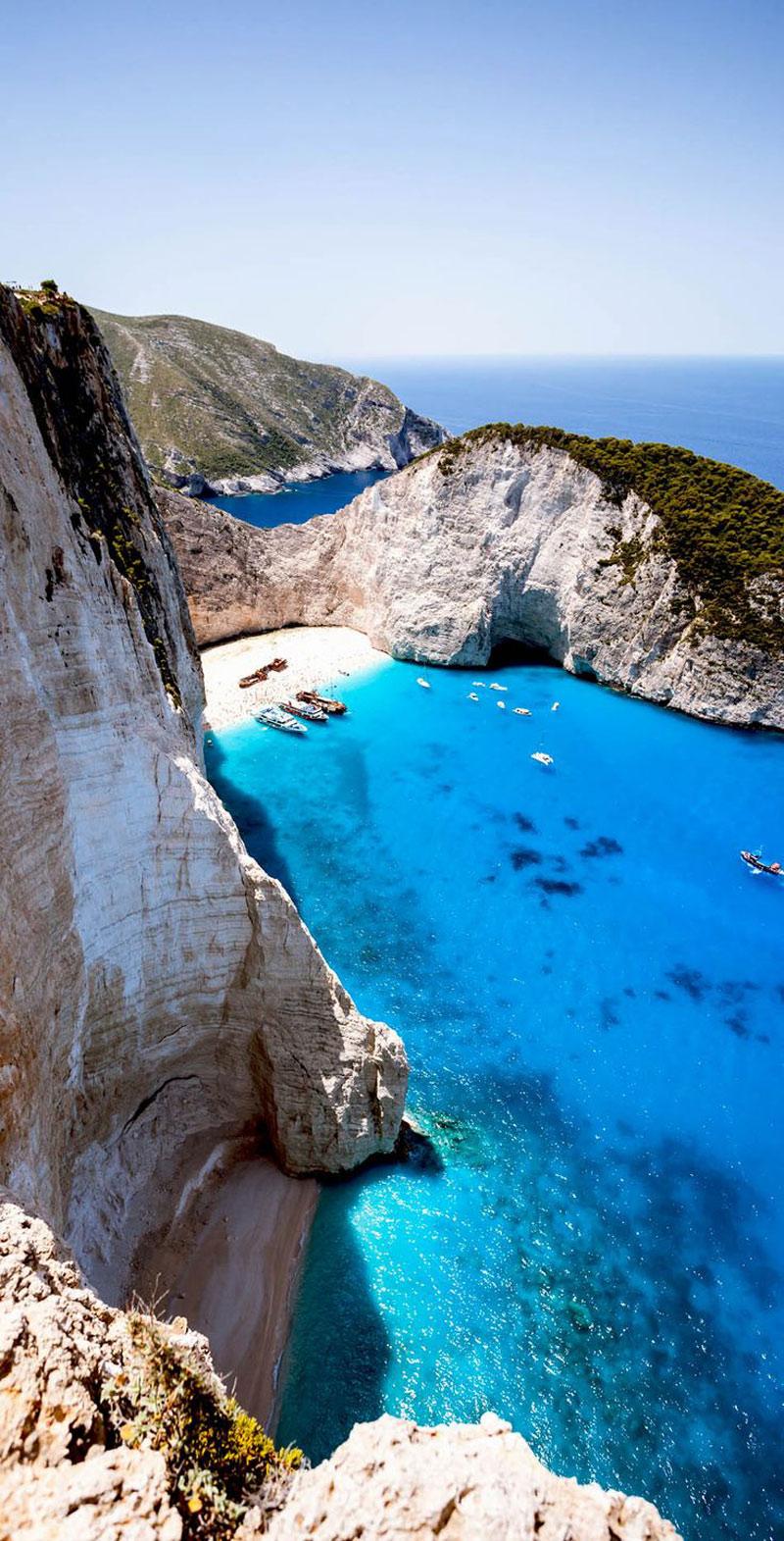 Các nhiếp ảnh gia từng tới đây và ghi lại cảnh quan đẹp tuyệt của Zakynthos đã gật gù với nhau rằng hòn đảo này là nơi của những bức ảnh trung thực