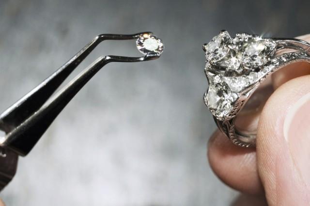 Hiện nay, kim cương vẫn là vật liệu cứng nhất thế giới, nhưng liệu danh hiệu này còn có thể giữ được?