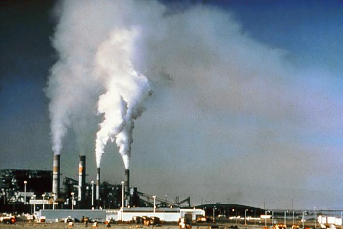 Việc nồng độ bụi trong không khí tại Hà Nội tăng vượt Bắc Kinh cũng là điều không quá khó hiểu.
