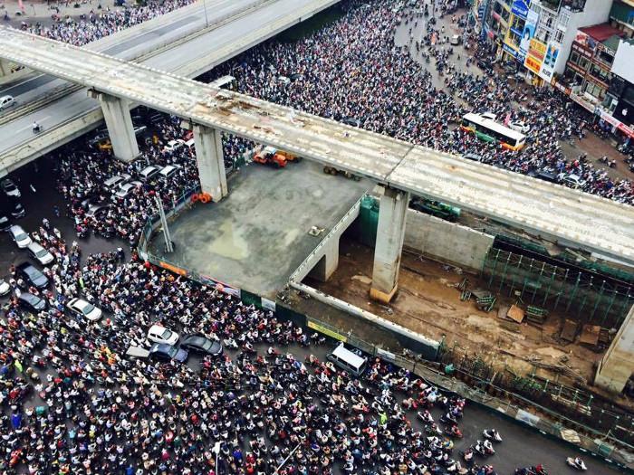 Ngã tư Khuất Duy Tiến - Nguyễn Trãi rơi vào cảnh tắc đường kinh hoàng.