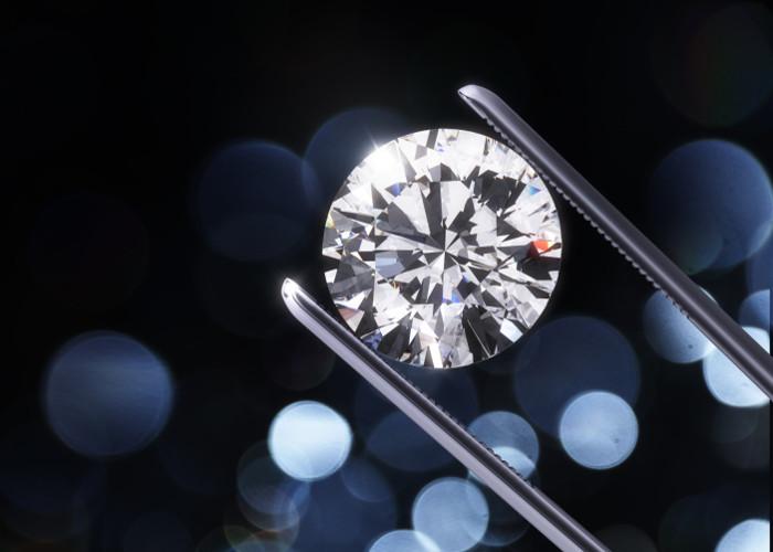Q-carbon có thể biến thành kim cương nếu có những tác động thích hợp.