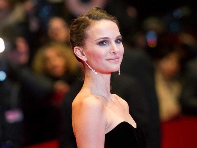 Nữ diễn viên mảnh khảnh Natalie Portman đã tốt nghiệp Đại học Havard và sử dụng thành thạo 6 ngoại ngữ