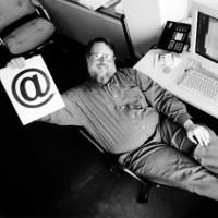 Người đã phát minh ra email vừa qua đời ở tuổi 74