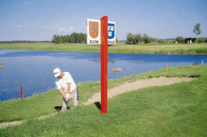 Bạn thậm chí có thể chơi golf trên biên giới giữa Thụy Điển và Phần Lan.