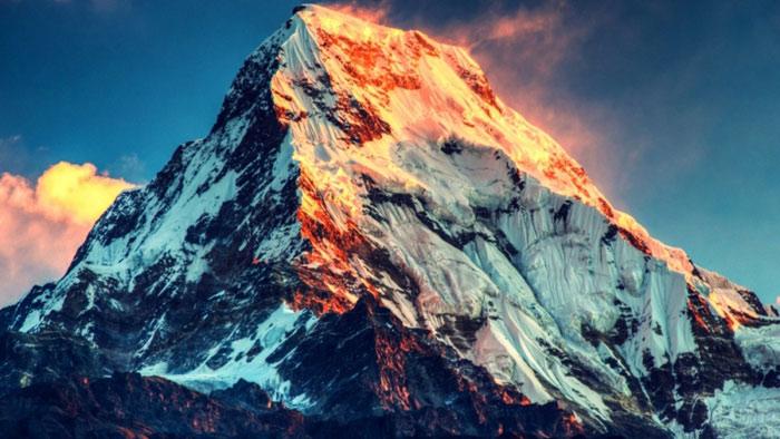Biên giới giữa Nepal và Trung Quốc đi ngang qua đỉnh Everest.