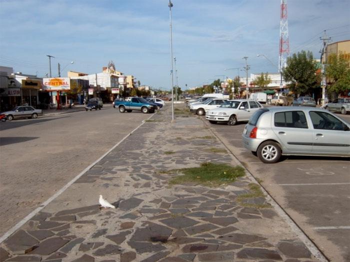 Biên giới giữa hai quốc gia này nằm trên vỉa hè. Brazil bên trái, Uruguay – bên phải.