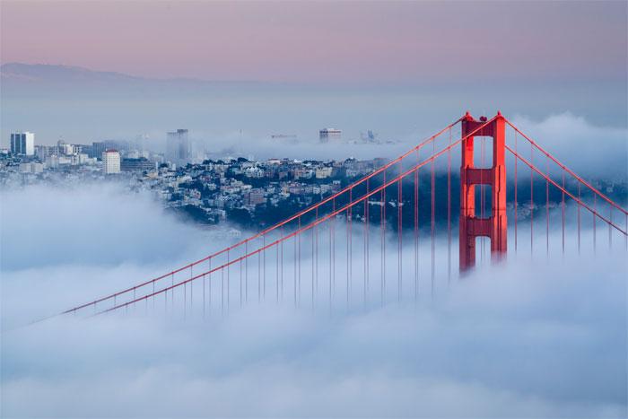 Trên hình là sương mù bình lưu đang phủ trắng thành phố San Francisco, Mỹ.