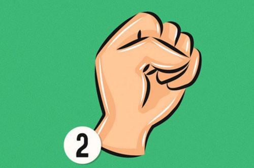 Nếu ngón tay cái theo phương nằm ngang, điều này cho thấy bạn thu hút người khác bởi sự tự tin của mình.