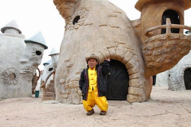Khu giải trí này dành cho một bộ phận những người bị khuyết tật chiều cao ở Trung Quốc.