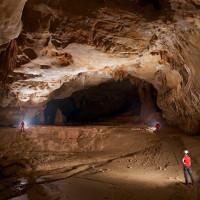 Hố sụt sâu hút như hang động không đáy ở Trung Quốc
