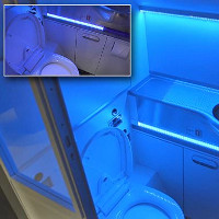 Phòng vệ sinh tự làm sạch trên máy bay Boeing