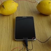 Có thể dùng chanh để sạc điện thoại nhưng chúng ta sẽ cần bao nhiêu quả?