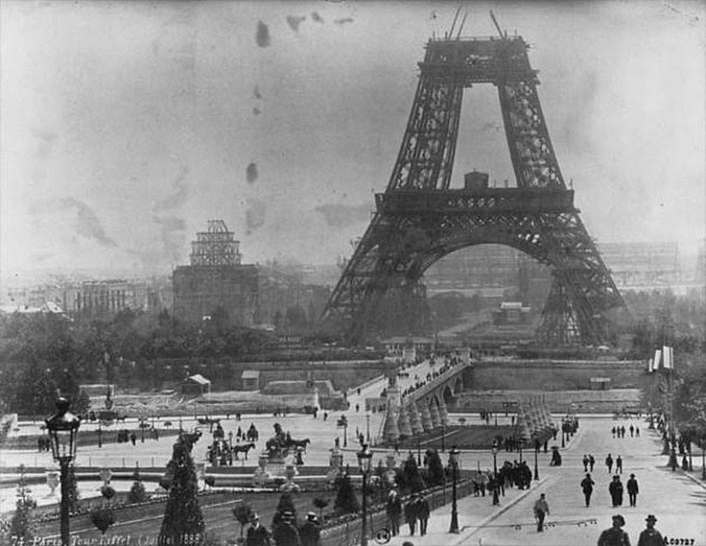 Xây dựng thaXây dựng tháp Eiffel tháng 7 năm 1888áp Eiffel