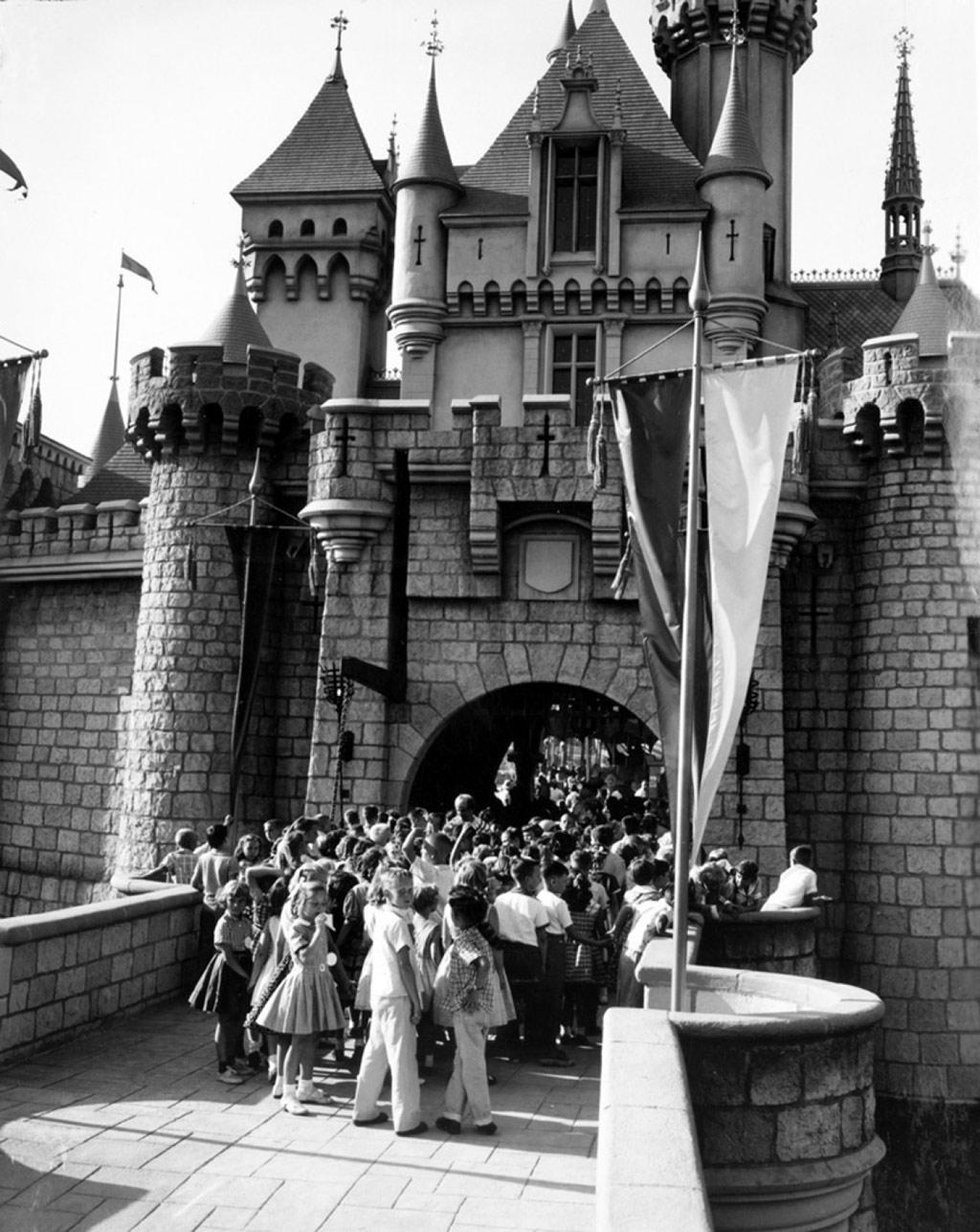 Khai trương Disneyland 1955