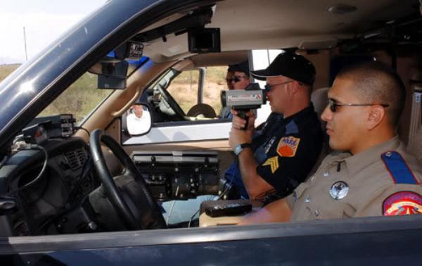 Súng bắn tốc độ được sử dụng tại Việt Nam nhằm đảm bảo an toàn giao thông đa phần là loại tĩnh.