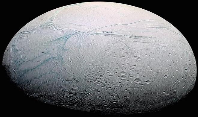 Enceladus là mặt trăng lớn thứ 6 của sao Thổ.