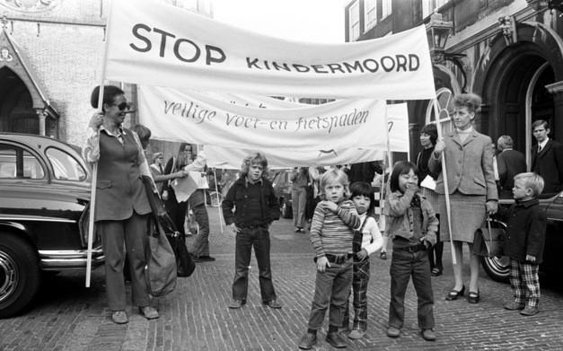 """Phong trào """"Stop de Kindermoord""""."""