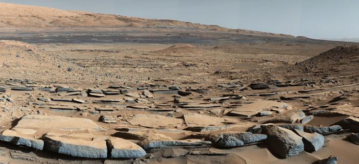 Bề mặt toàn đá và cát bụi của Hỏa tinh.