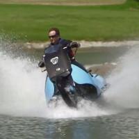 Video: Chiếc mô tô vừa đi trên cạn, vừa lội nước