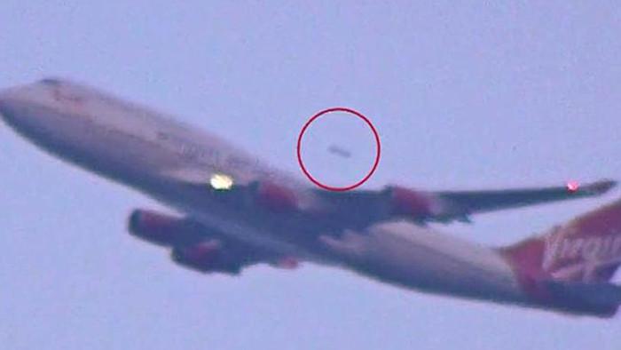 UFO xuất hiện gần máy bay cất cánh ở sân bay IGI hôm 1/1/2015.