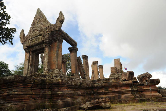 Ngôi đền với điêu khắc trên đá sa thạch cực kỳ tinh xảo