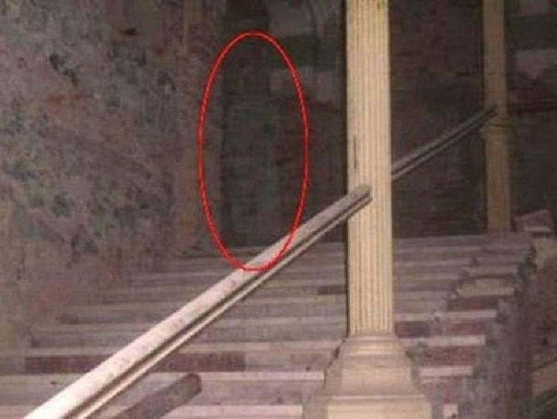 Các khách sạn 150 năm tuổi ở Romania được cho là bị ma ám và nhiều du khách ở đây đã nhìn thấy bóng ma của một người phụ nữ trong trang phục màu trắng.