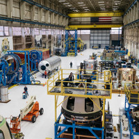 Bên trong nhà máy chế tạo tên lửa bí mật của tỷ phú Mỹ
