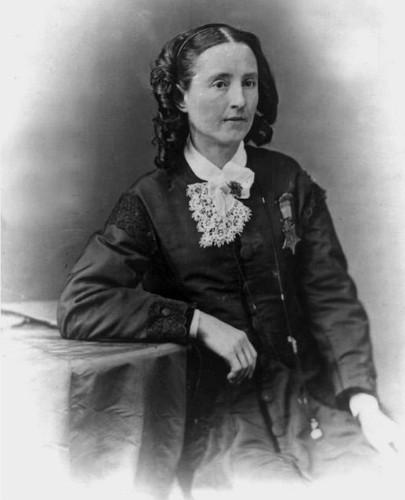 Bác sĩ Mary Edwards Walker với Huân chương Danh dự trên ngực.