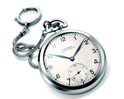 Thêm một điều đặc biệt nữa là cả 2 chiếc đồng hồ mà ông sử dụng đều là loại 2 cọc với phần kim giây được tách riêng.