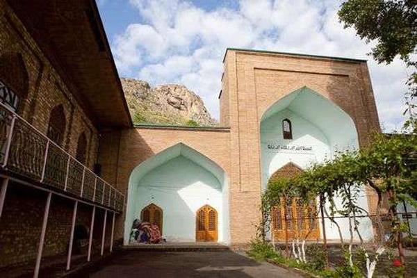 Hai nhà thờ Hồi giáo trên núi Sulaiman-Too được xây dựng vào thế kỷ thứ 16.