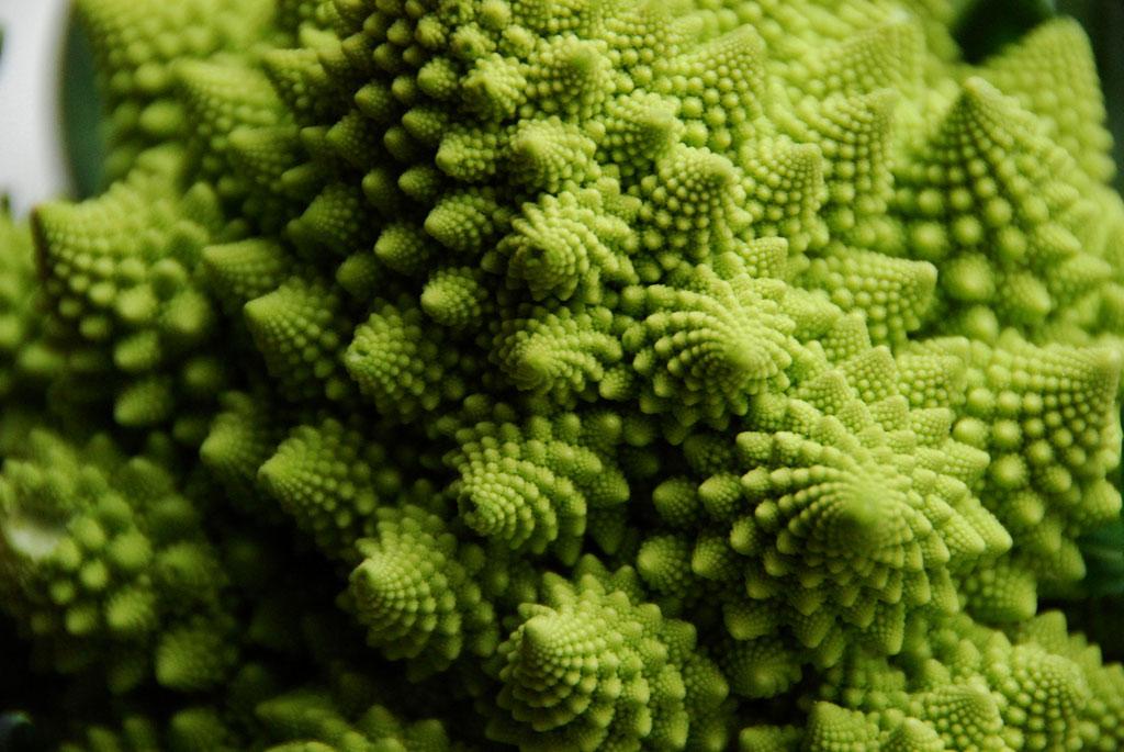 Bông cải xanh Romanesco - Loại quả này được đặt tên theo hình dáng kỳ lạ, kết hợp giữa bông cải và súp lơ xanh.