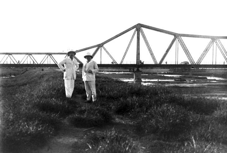Cầu Long Biên những ngày đầu được xây dựng