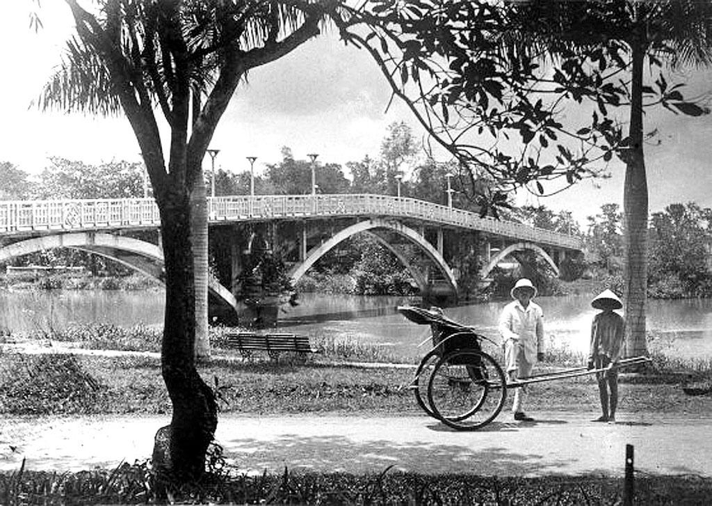 Cầu Sở Thú bắc qua kênh Nhiêu Lộc, TP. HCM ngày nay