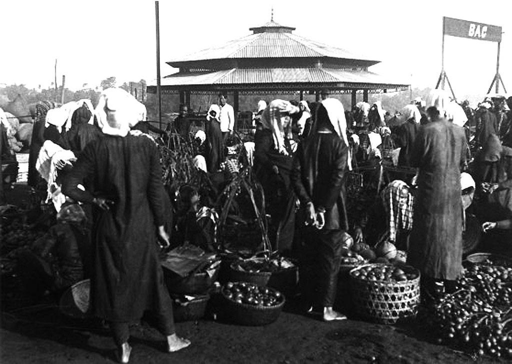 Chợ Thủ Dầu Một, Sài Gòn, được bao quanh bởi đường Trần Hưng Đạo và Nguyễn Thái Học ngày nay