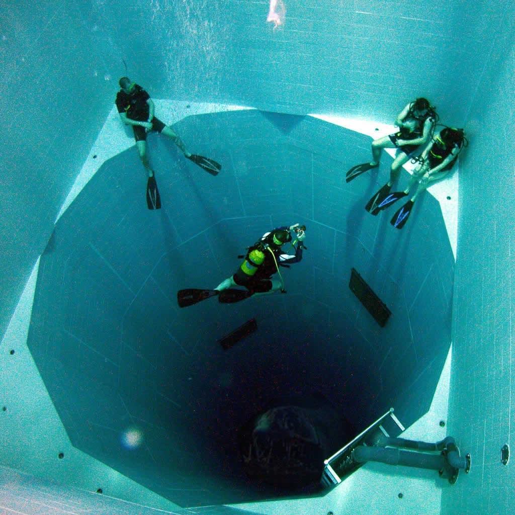 Bể bơi sâu nhất thế giới, sâu hơn 34 mét, và chứa 600,000 ga lông nước