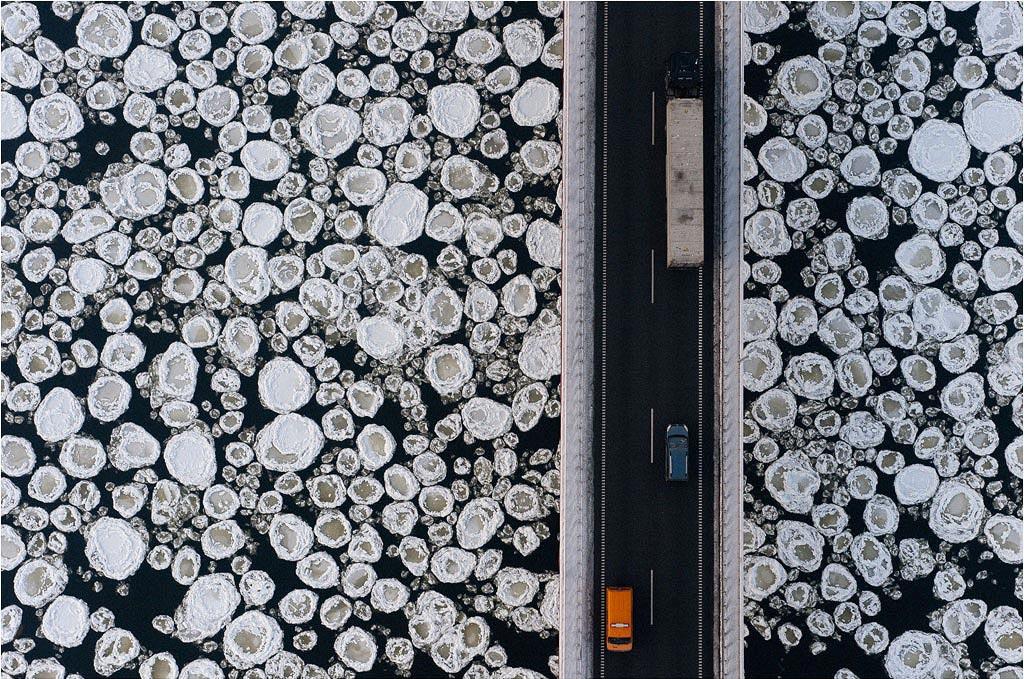 Cầu băng qua sông băng – sông Vistula ở gần phía bắc Poland