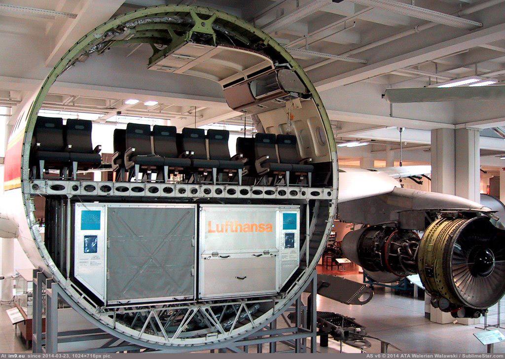 Nếu bạn cắt đôi thân một chiếc máy bay, thì nó sẽ nhìn trông như thế này
