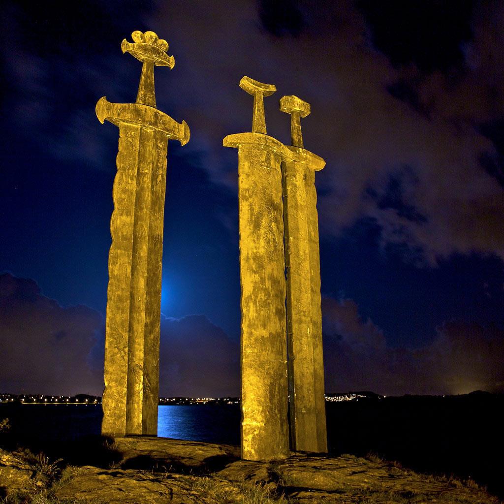 Những thanh gươm Sverd i fjell khổng lồ tại Na Uy