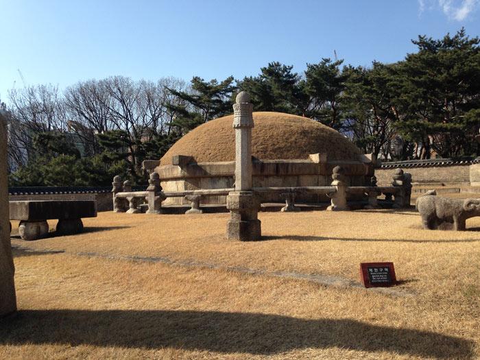 Không chỉ có giá trị về mặt lịch sử, các lăng mộ Hoàng gia triều đại Joseon còn là những công trình kiến trúc bằng đá vô cùng đẹp với thiết kế tinh tế