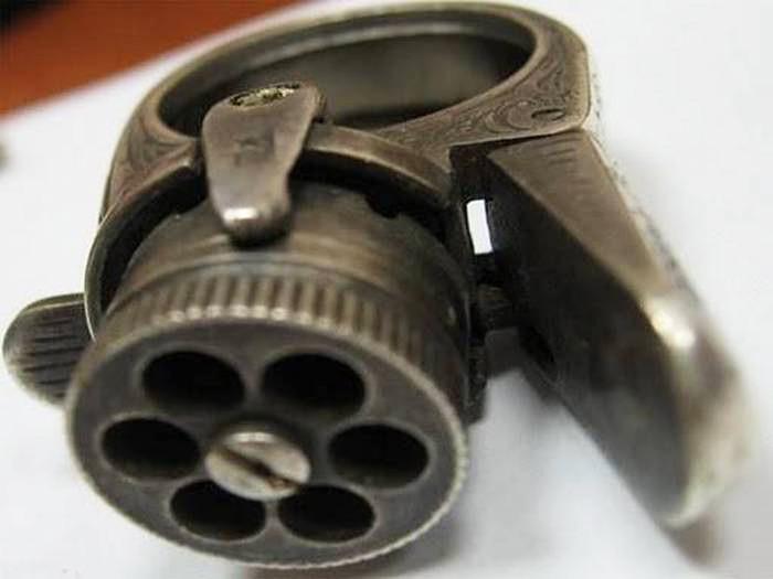 Le Petit Protector - Khẩu súng nhỏ nhất thế giới.