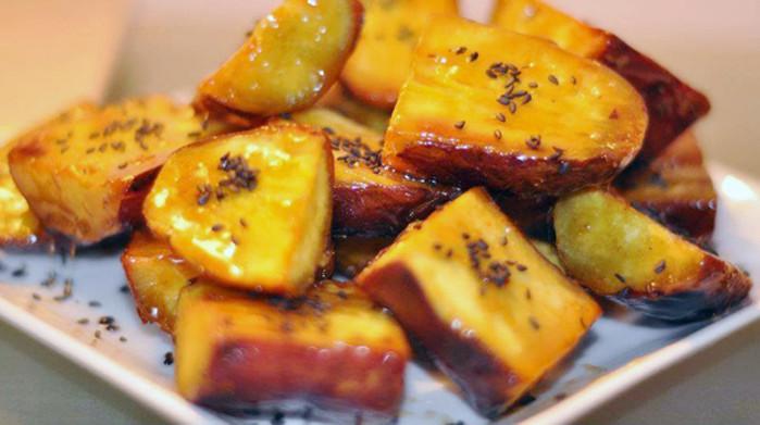 Nên chú ý ăn khoai lang kèm với các thực phẩm giàu protein hoặc lipid để cân bằng dinh dưỡng.