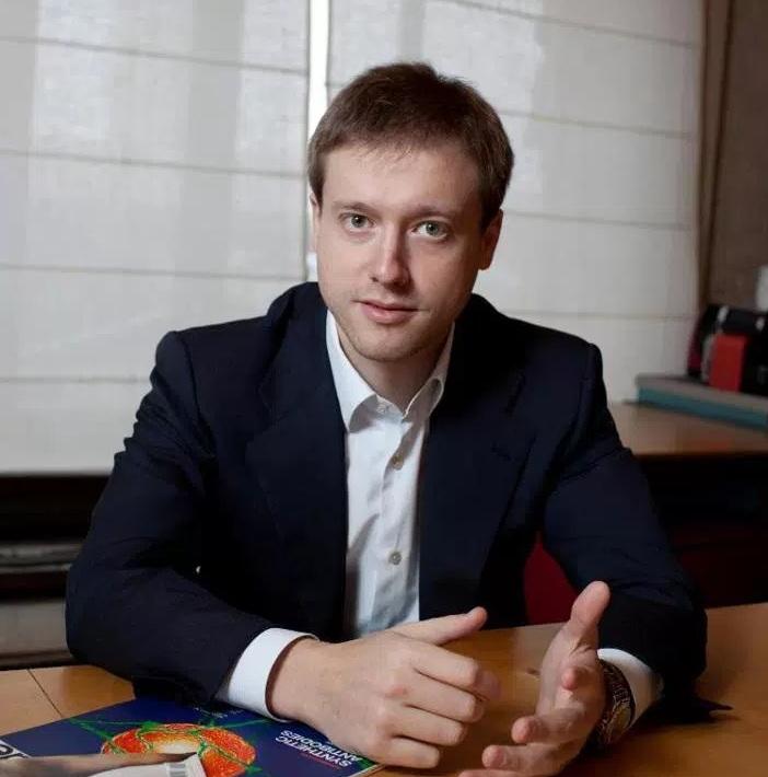 Triệu phú công nghệ mạng người Nga Dmitry Itskov hy vọng sẽ tìm ra phương thức bất tử cho trí tuệ loài người. (Ảnh: Kinja)