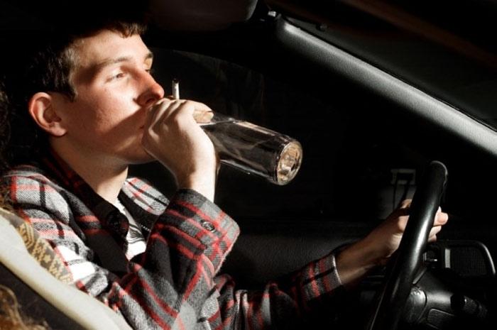 Lái xe khi say rượu rất phổ biến ở Mỹ. Ít nhất một người chết mỗi giờ do lái xe khi say rượu.